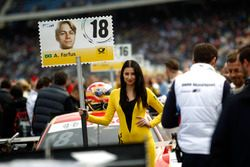 Grid girl de Augusto Farfus, BMW Team MTEK, BMW M4 DTM