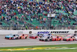 Arrancada: Kyle Busch, Joe Gibbs Racing Toyota líder