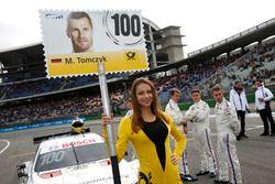 Grid girl de Martin Tomczyk, BMW Team Schnitzer, BMW M4 DTM