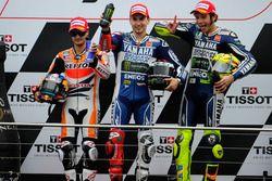 Podio: secondo posto Dani Pedrosa, Repsol Honda; il vincitore della gara Jorge Lorenzo, Yamaha; terz