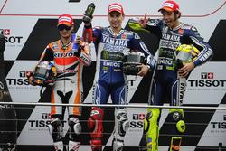 Podium : le vainqueur Jorge Lorenzo, Yamaha Factory Racing, le deuxième Dani Pedrosa, Repsol Honda, et le troisième Valentino Rossi, Yamaha Factory Racing