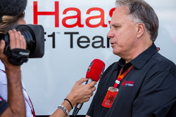 Gene Haas, Haas Automotion President met de media