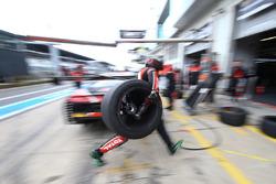 Acción de parada en boxes del equipo belga del Club Audi