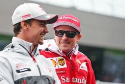 Esteban Gutierrez, Haas F1 Team avec Kimi Räikkönen, Ferrari lors de la parade des pilotes