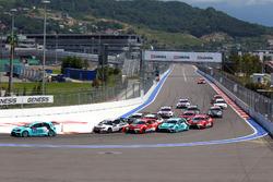 El inicio de la carrera, Stefano Comini, Leopard Racing, Volkswagen Golf GTI TCR leads