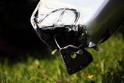 El dañado Mercedes AMG F1 W07 híbrido de Nico Rosberg, Mercedes AMG F1 después de que se estrelló
