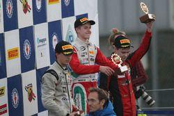 Podium rookie course 3 : le vainqueur Juri Vips, Prema Powerteam, le deuxième, Ian Rodriguez Wright, DRZ Benelli, le troisième, Artem Petrov, DR Formula