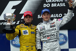 Podio: Giancarlo Fisichella, Jordan y Kimi Raikkonen, McLaren