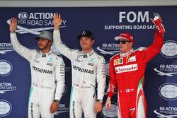 Clasificación top tres en parc ferme: Lewis Hamilton, de Mercedes AMG F1, segundo; Nico Rosberg, Mer