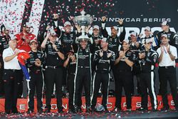 2016 Champion Simon Pagenaud, Team Penske Chevrolet celebrates with team