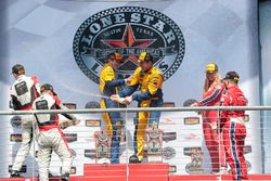 GTD-Podium: Sieger #96 Turner Motorsport, BMW M6 GT3: Bret Curtis, Jens Klingmann; 2. #48 Paul Mille