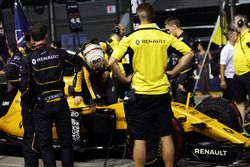 Kevin Magnussen, Renault Sport F1 Team RS16 en la parrilla