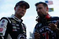 Kevin Harvick y jefe Rodney Childers, del equipo Stewart-Haas Racing Chevrolet