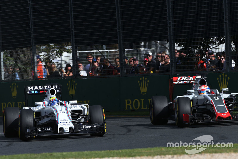 Felipe Massa, Williams FW38 und Romain Grosjean, Haas F1 Team VF-16