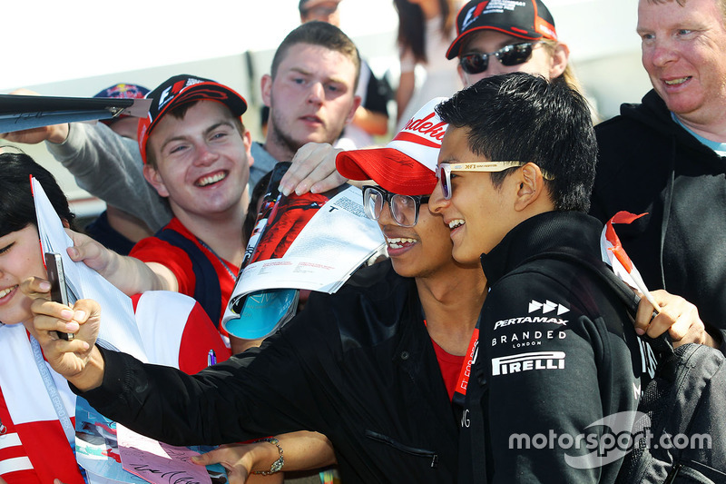Rio Haryanto, Manor Racing signs autographs for the fans