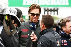 Tom Brady, quaterback des New England Patriots avec Will Buxton, NBC Sports Network TV sur la grille
