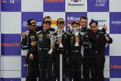 Podio SGTCup, Gara 2: al secondo posto Krezia-Costa, Vincenzo Sospiri Racing, i vincitori Baruch-Lia