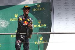 Podium: segundo lugar Daniel Ricciardo, Red Bull Racing RB12