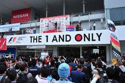 الفائز ناوكي ياماموتو، فريق موغن والمركز الثاني يوجي كونيموتو، كيرومو إنجينغ والمركز الثالث ستوفيل ف