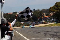 Checkered flag for Gianni Morbidelli, West Coast Racing, Honda Civic TCR