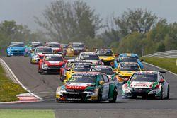 Start race 1, Mehdi Bennani, Sébastien Loeb Racing, Citroën C-Elysée WTCC leads