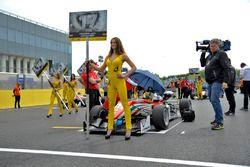 Grid girl, Maximilian Günther, Prema Powerteam Dallara F312 – Mercedes-Benz