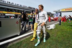 Nico Rosberg, Mercedes AMG F1 Team on the grid with Kai Ebel, RTL TV Presenter on the grid