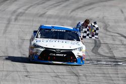 Ganador de la carrera, Carl Edwards, Joe Gibbs Racing Toyota