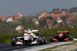 Arjun Maini, ThreeBond with T-Sport, Dallara F312 – NBE; Callum Ilott, Van Amersfoort Racing, Dallara F312 - Mercedes-Benz