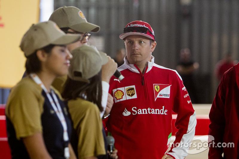 Kimi Raikkonen, Ferrari en el Shell Eco-marathon cars con estudiantes de la UNAM