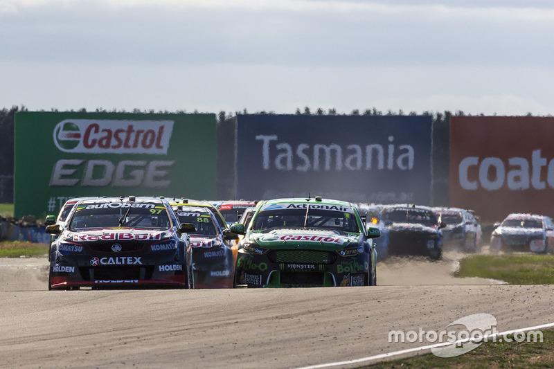 Départ : Shane van Gisbergen, Triple Eight Race Engineering Holden, et Mark Winterbottom, Prodrive Racing Australia Ford, en première ligne