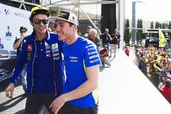 Valentino Rossi, Yamaha Factory Racing, et Aleix Espargaro, Team Suzuki MotoGP