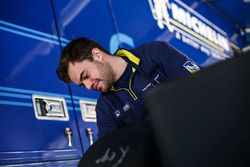 Mechaniker von Michelin bei der Arbeit
