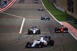 Felipe Massa, Williams FW38, Valtteri Bottas, Williams FW38 et Kimi Raikkonen, Ferrari SF16-H