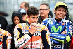 Marc Marquez, Repsol Honda Team avec une légère blessure au menton après sa chute, et Valentino Rossi, Yamaha Factory Racing