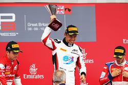 Podium: winnaar Alexander Albon, ART Grand Prix, tweede Charles Leclerc, ART Grand Prix, derde Anton
