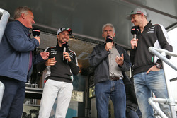 Johnny Herbert, Sky Sports F1; Sergio Perez, Sahara Force India F1; Damon Hill, Sky Sports; Nico Hulkenberg, Sahara Force India F1 dans la fanzone Sahara Force India F1 Team au Woodlands Campsite