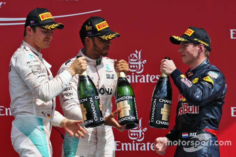 Podio: Nico Rosberg, Mercedes AMG F1, segundo; Lewis Hamilton, Mercedes AMG F1, ganador de la carrera; Max Verstappen, Red Bull Racing, tercero
