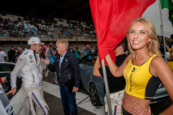 La Grid Girl de Marco Wittmann, BMW Team RMG, BMW M4 DTM