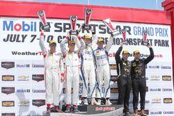 PC podium: winnaars #54 CORE autosport Oreca FLM09: Jon Bennett, Colin Braun, tweede plaats #8 Starw