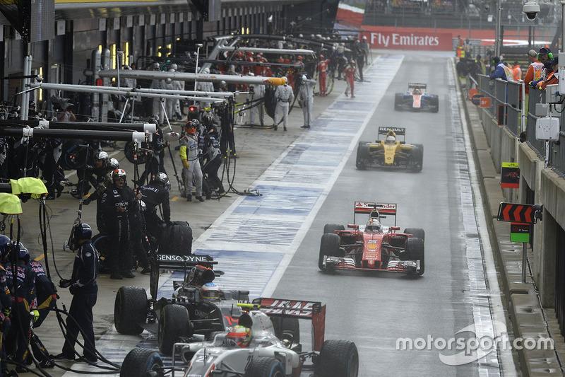 Sebastian Vettel, Ferrari SF16-H en pits
