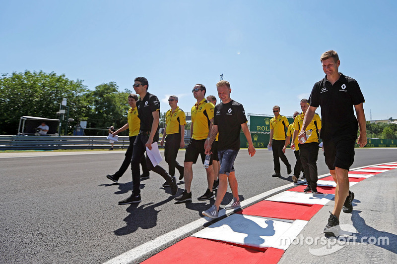 Esteban Ocon, Renault Sport F1 Team Test Driver and Kevin Magnussen, Renault Sport F1 Team walk the circuit