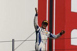 Simone Cunati, Vincenzo Sospiri Racing sur le podium de la course 2
