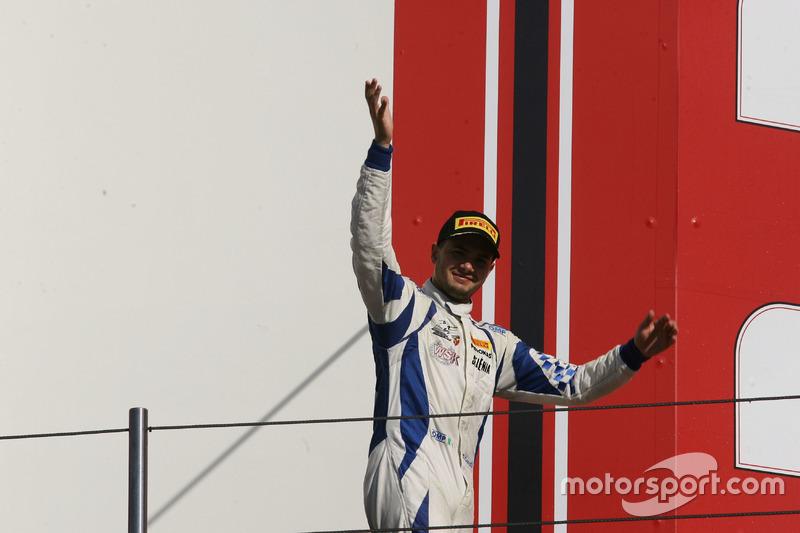 Simone Cunati, Vincenzo Sospiri Racing sul podio Rookie di Gara 2