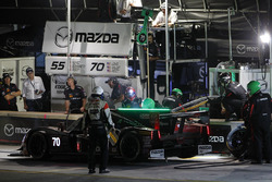#70 Mazda Motorsports Mazda Prototype: Joel Miller, Tom Long, Spencer Pigot, pit action