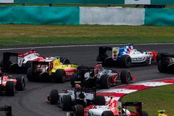 Oliver Rowland, MP Motorsport, vor Gustav Malja, Rapax, Mitch Evans, Pertamina Campos Racing, Nobuha