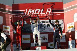 Podio Gara 3: il secondo classificato Artem Petrov, DR Formula, il vincitore della gara Marino Sato,