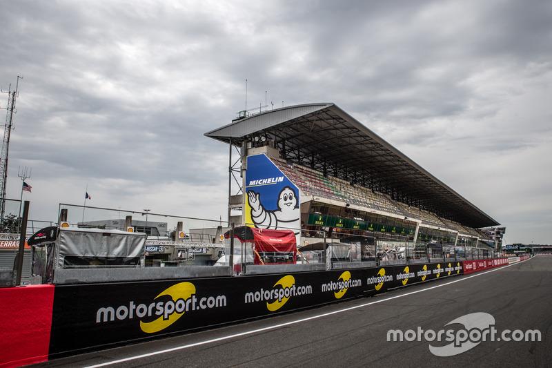 Les panneaux Motorsport.com sur le bord de la piste