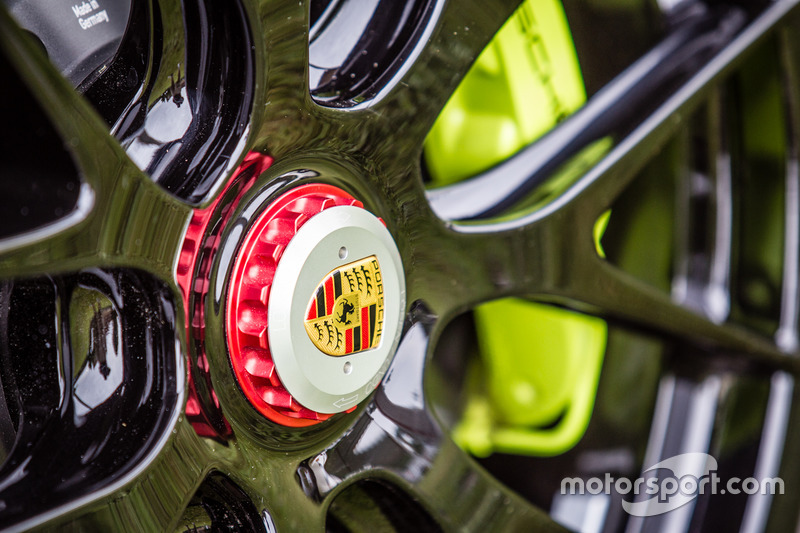 Classic Grand Tour: кермо Porsche 918