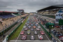 La sesión de fotos tradicional de los autos de Le Mans